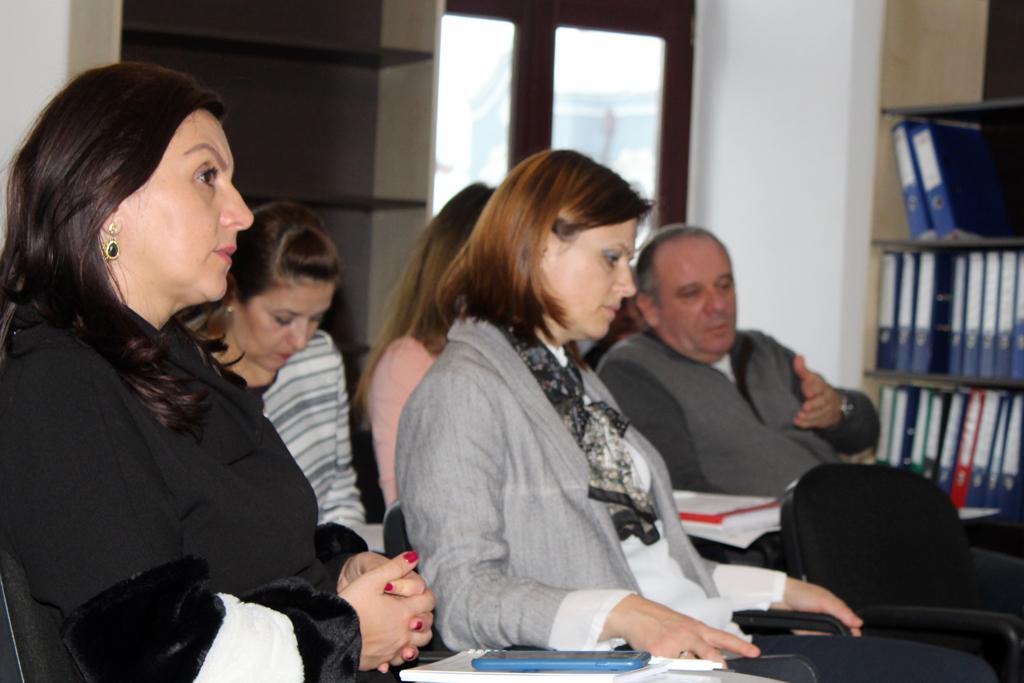 ONG-uri și funcționari publici în căutare de soluții pentru servicii sociale moderne